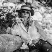 Julie - Plage de l'Arène bnw - Cassis - France